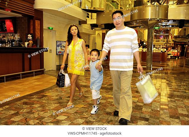 Chinese Family Shopping In America