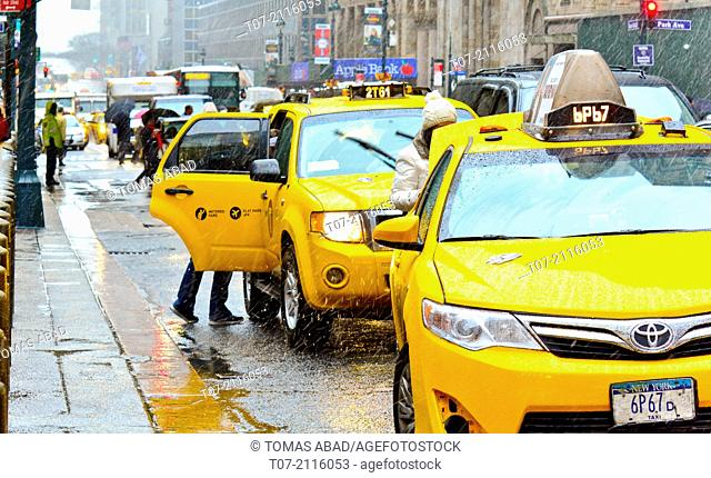 Yellow Taxi stand, waiting area, Pershing Square, outside Grand Central Terminal, morning rush hour during a snow and rain storm, Madison Avenue, Park Avenue