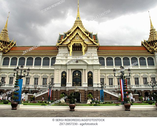 The Dusit Maha Prasat Throne Hall in the King of Thailand s Royal Grand Palace complex in Bangkok, Thailand