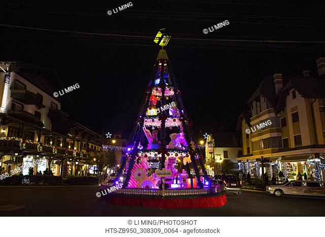 """(171201) -- GRAMADO(BRAZIL), Dec. 1, 2017 () -- Photo taken on Nov, 30, 2017 shows an illuminated Christmas tree during the 2017/2018 Gramado """"""""Natal Luz""""""""..."""