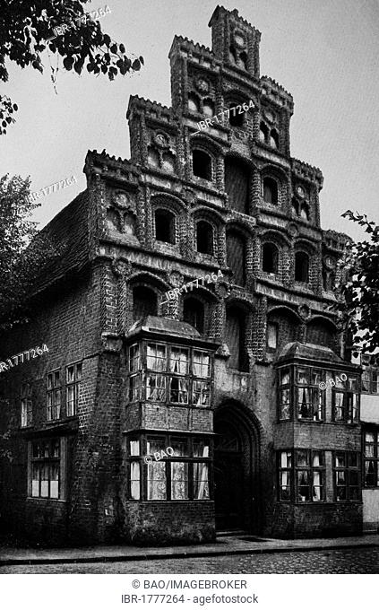 Altes Ziegelhaus brick house in the Luenertorstrasse in Lueneburg, Lower Saxony, Germany, Europe, historical photograph, around 1899