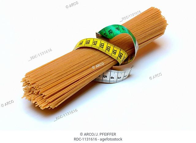 Spaghettis mit Massband, Vollkorn-Spaghetti, Vollkornspaghetti