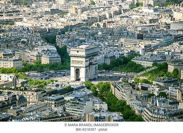 Cityscape, view from the Eiffel tower to the Arc de Triomphe, Place Charles de Gaulle, Paris, Île-de-France, France