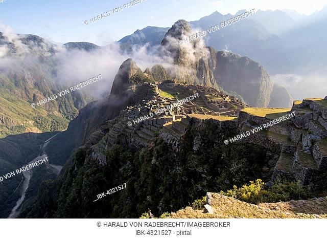 Machu Picchu in morning light with tourists, Huayna Picchu behind, Cusco Region, Peru