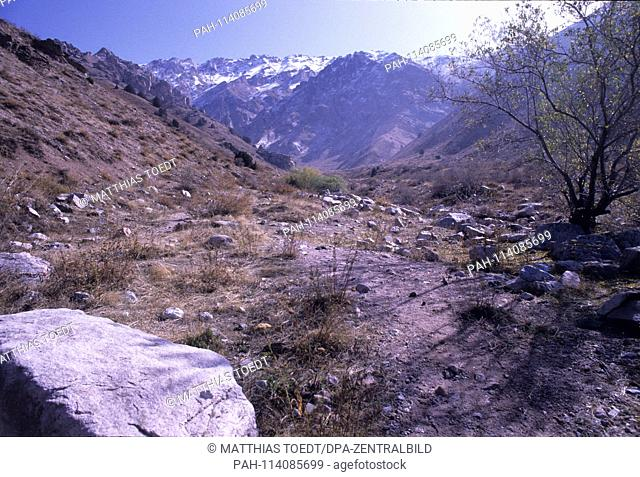 View into the foothills of the Western Tien Shan Mountains in Uzbekistan, analogue, undated image from October 1992. The Tien Shan Mountains cover a length of...