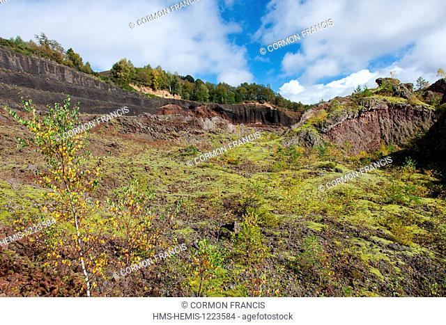 France, Puy de Dome, Parc Naturel Regional des Volcans d'Auvergne (Auvergne Volcanoes Natural Regional Park), Chaine des Puys, Saint Ours les Roches