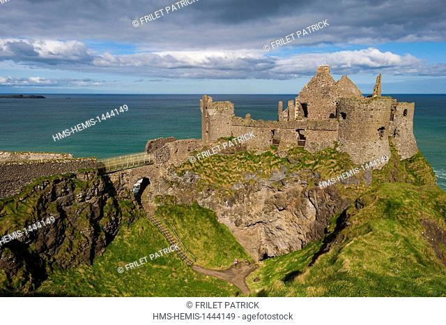 United Kingdom, Northern Ireland, County Antrim, the ruins of the medieval castle of Dunluce