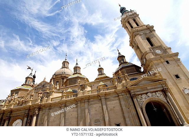 Popular Plaza del Pilar, in Zaragoza, Spain, with the Basilica-Cathedral of Our Lady of the Pillar