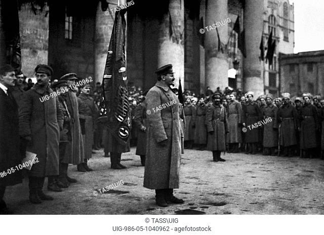 People's Commissariat on Navy Leon Trotsky makes a speech to Red Army soldiers near the Bolshoi Theatre, Moscow in 1918. Left from Trotsky - deputy of People's...