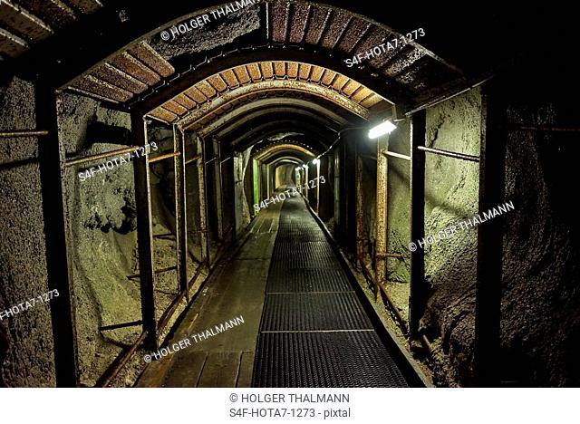 Deutschland, Bayern, Mittenwald, Tunnel am Dammkar