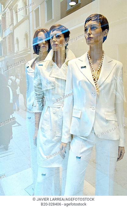 Shop on Via Mazzini. Verona. Veneto, Italy