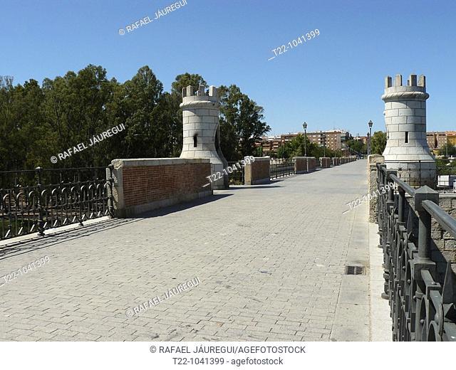 Badajoz España  Puente de Palmas sobre el río Guadiana a su paso por la ciudad de Badajoz  Palmas bridge over the Guadiana river in its passage through the city...