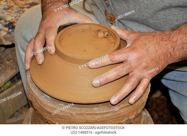 Naha (Japan): shaping terracotta in a pottery lab, in Tsuboya neighborhood