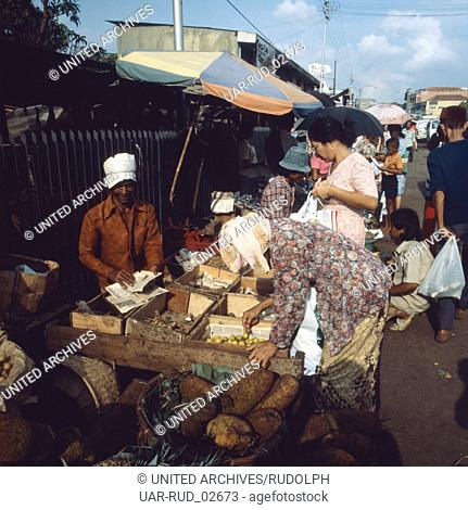 Markttag in Jakarta auf Java, Indonesien 1980er Jahre. Market day in Jakarta on the island of Java, Indonesia 1980s