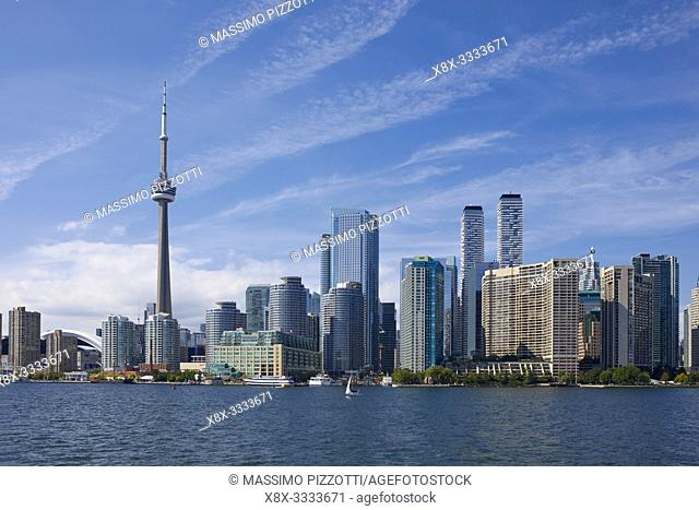 Skyline of Toronto with the iconic CN Tower, Ontario, Canada