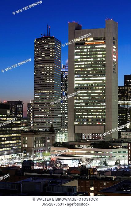 USA, Massachusetts, Boston, elevated city skyline above South Station with the Federal Reserve Bank, dusk
