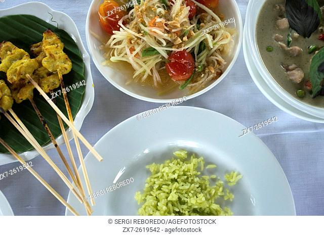 Famous dishes from Thailand, Bangkok. Khang Keaw Wan Gai, Stay. Thai papaya salad dish also known as Som Tam. Amita Thai Cooking School. Bangkok