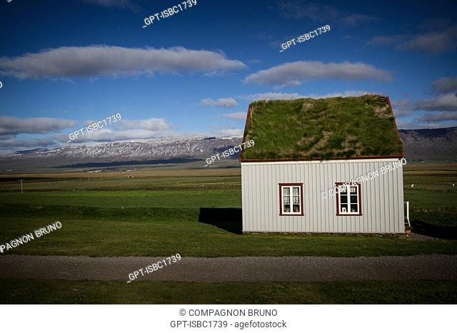 OLD FARMS OF PEAT WITH GRASS-COVERED ROOFS, TRANSFORMED INTO AN ECOMUSEUM, GLAUMBAER, NORTHERN ICELAND, EUROPE