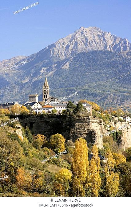 France, Hautes Alpes, Embrun, the old town at the end of Serre Poncon lake, overhanging the Durance river