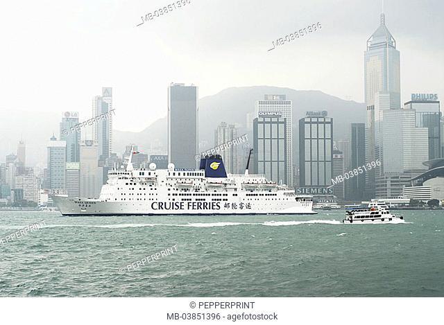 Skyline, cruise-ship, ship, heavens, clouds, cloudy, hazy, overcast, Hong Kong, China, Asia, 03/2006