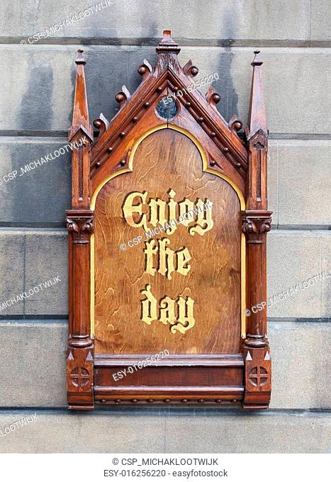Decorative wooden sign - Enjoy the day