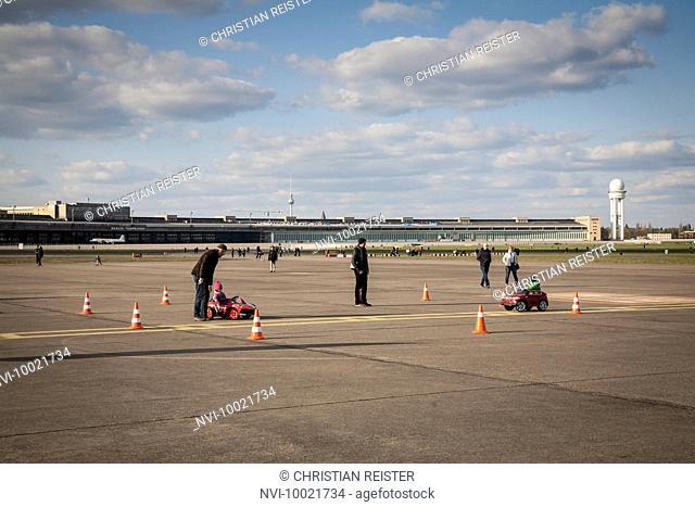 Tempelhofer Freiheit, former Airport, Tempelhof, Berlin, Germany