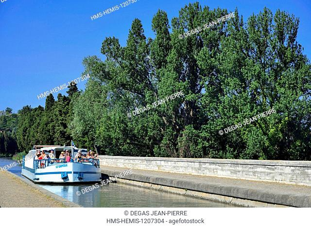 France, Herault, Beziers, Canal du Midi listed as World Heritage by UNESCO, Bridge Canal, tourist barge crossing the river Orb