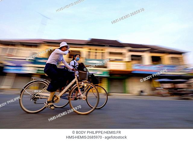 Cambodia, Battambang province, Battambang, traffic