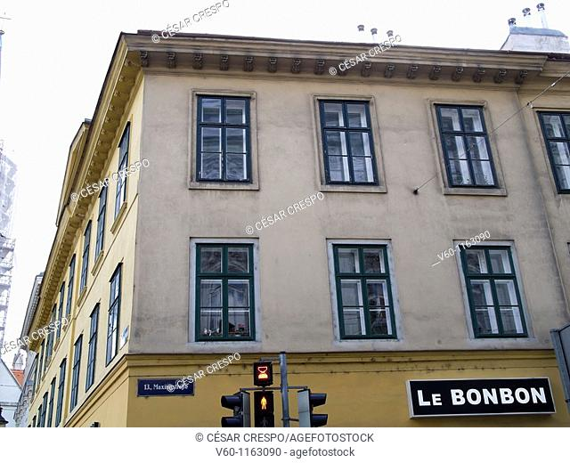 -Classics Buildings in District 13- Wien (Austria)