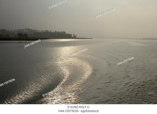 Lagoon of Stettin, water, waves, gleam of light, Wolgast, Mecklenburg-Vorpommern, Germany