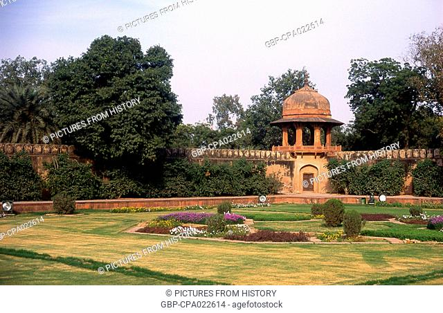 India: A corner turret in the gardens at the tomb of I'timad-ud-Daulah, Agra