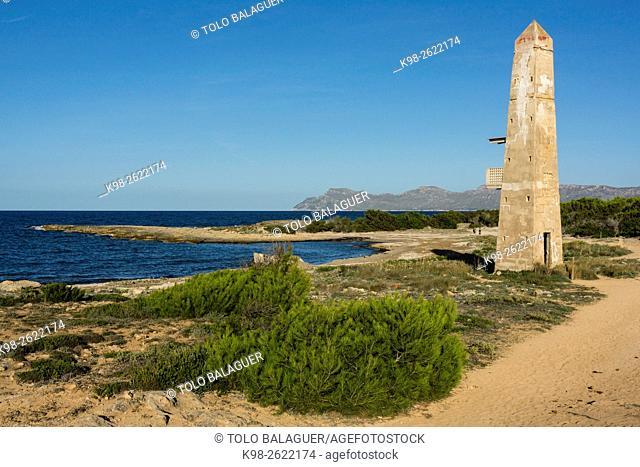 torre de enfilación que se levantó durante la Guerra Civil para controlar la bahía de Alcúdia , punta Llarga de Son Real, bahia de Alcudia, Santa Margarida