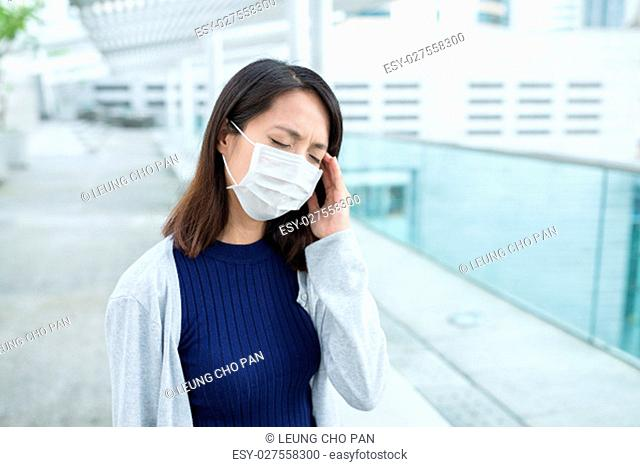Woman suffer form headache
