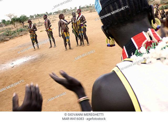 danza hamer, omo valley, turmi, etiopia, africa