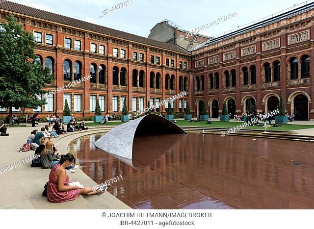 John Madejski Garden, inner courtyard, Victoria and Albert Museum, London, England, United Kingdom