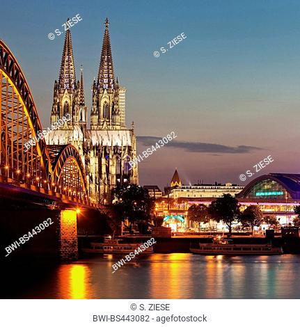 Hohenzollern Bridge, Cologne Cathedral and central station with Rhine in the twilight, Germany, North Rhine-Westphalia, Cologne