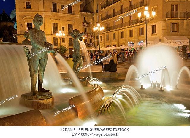 General view of the Plaza de la Virgen, Valencia, Spain