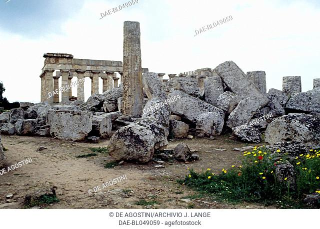 Ruins of the Temple F, ca 520 BC, Doric order, ancient city of Selinunte, Sicily, Italy. Greek civilisation, Magna Graecia, 6th century BC