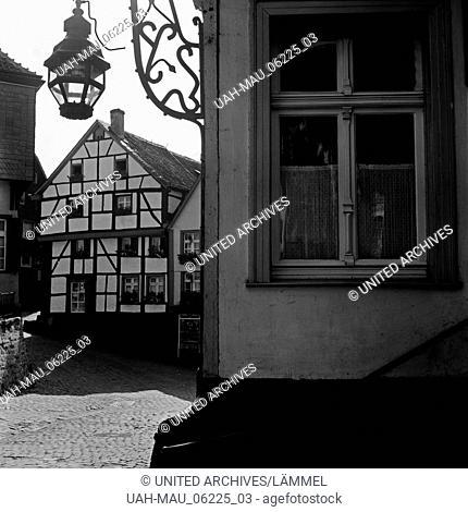 In der Altstadt von Mülheim an der Ruhr, Deutschland 1930er Jahre. At the old city of Muelheim, Germany 1930s