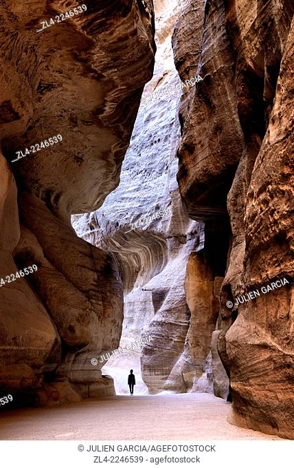 The Siq, a narrow gorge of 1.2km long and up to 200m deep, the main entrance to Petra. Jordan (Hashemite Kingdom of), Ma'an Governorate (Maan)