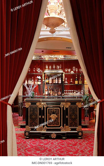France, Centre, Chartres, champagne bar