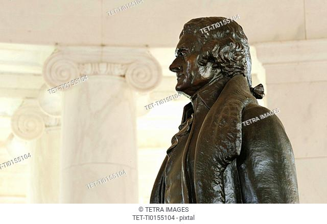 Jefferson Memorial, Close up of statue