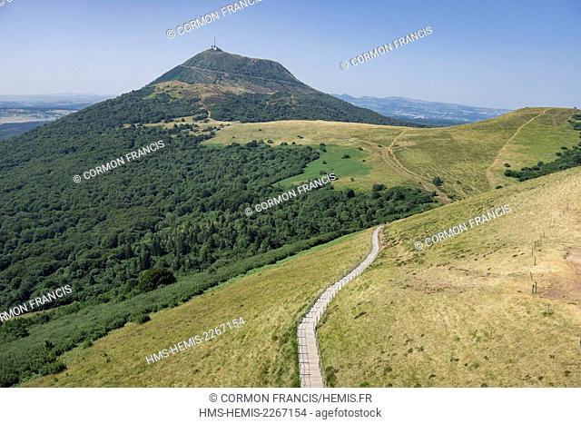 France, Puy de Dome, the Regional Natural Park of the Volcanoes of Auvergne, Chaine des Puys, Orcines, view of the Puy de Dôme from the Puy Pariou staircase...