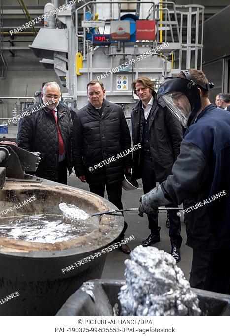 """25 March 2019, Thuringia, Hildburghausen: The smelter Maik Hobusch skims the so-called """"""""scabies"""""""" on the edge of the laying of the foundation stone for a new..."""