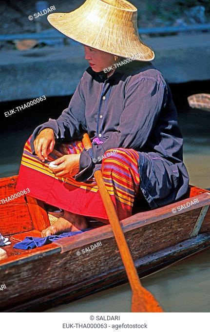 Woman at floating market, Damnoen Saduak, North Thailand
