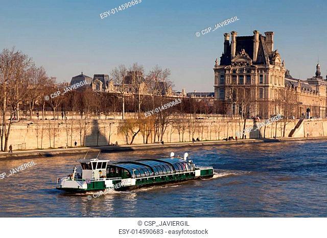 River Sena and Louvre museum, Paris, Ile de France, France