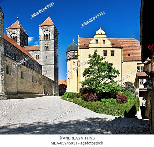 Germany, Saxony-Anhalt, Quedlinburg, on the Quedlinburg castle hill, to the left collegiate church of St. Servatius, on the right the castle