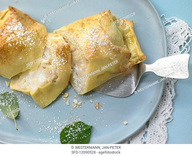 Strudel packets with apples, pears and ginger quark