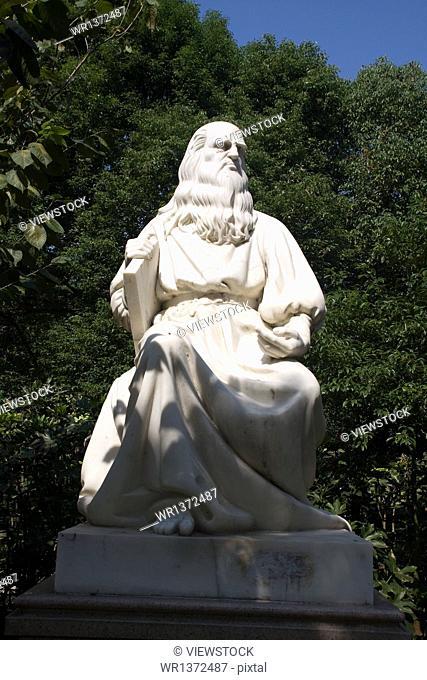 Leonardo da Vinci sculpture Nanchang Qingshan Lake