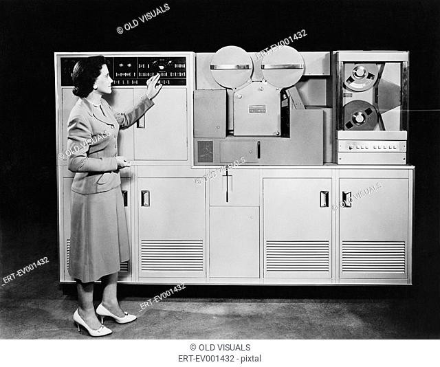 1950's COMPUTER All persons depicted are not longer living and no estate exists Supplier warranties that there will be no model release issues